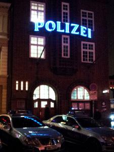 Sightseeing und Stadtführungen mit historischen Orten und Gebäuden. Musicals die Sie verzaubern werden. Alles das kann Ihnen die Hansestadt Hamburg bieten. Ein Abenteuer in Hamburg der ganz besonderen Art jetzt buchen.